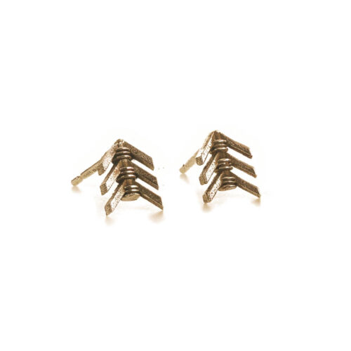 arrow fletching stud earrings in yellow gold